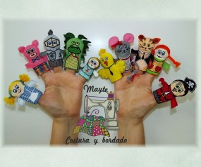 Marionetas de dedo bordadas